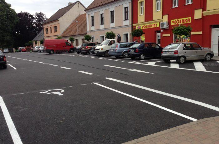 Oprava parkoviště na náměstí v Libáni.